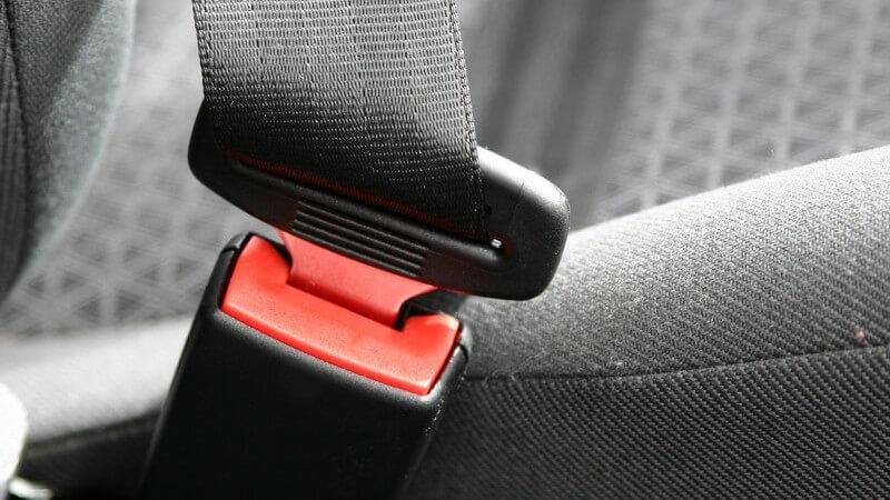 Nahaufnahme Sicherheitsgurt im Auto, festgemacht, Sicherheit