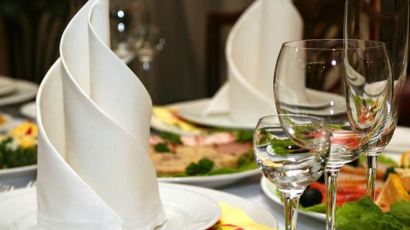 Edel gedeckter Tisch im Restaurant