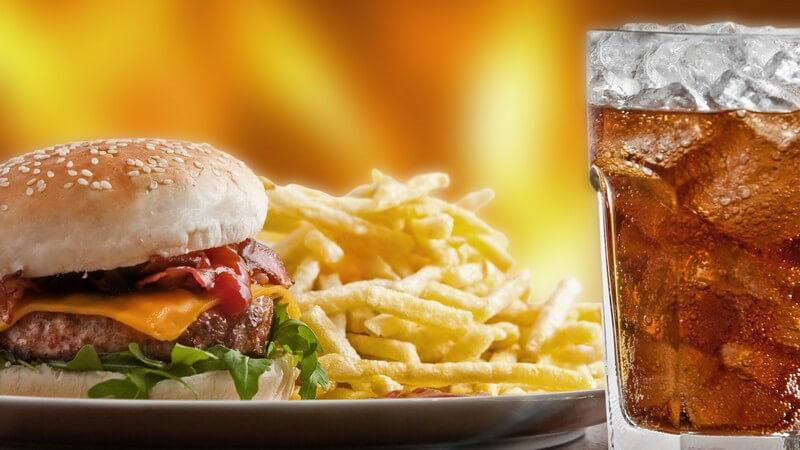 Fast Food: Pommes, Burger, Cola
