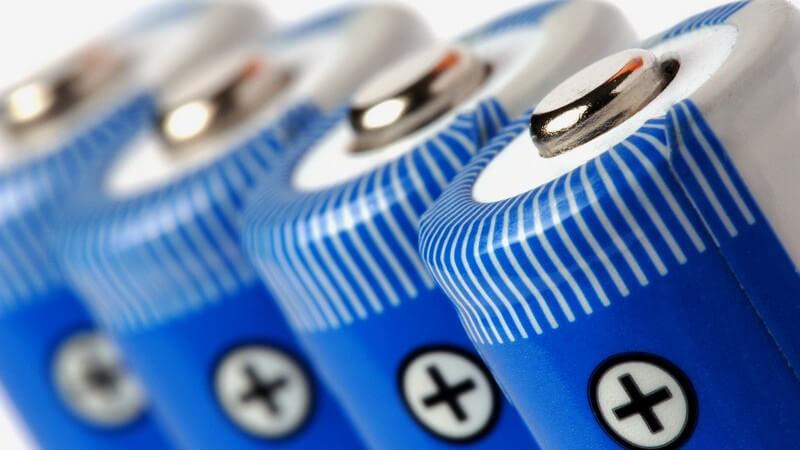 Nahaufnahme Batterien in einer Reihe