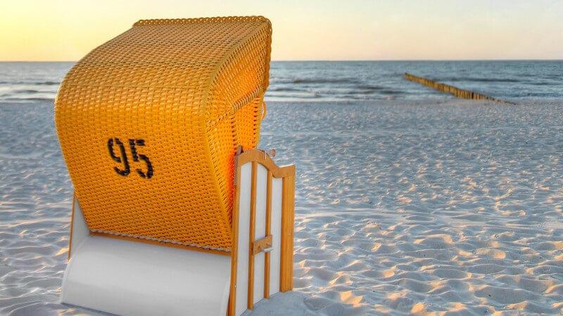 Strandkorb am Meer