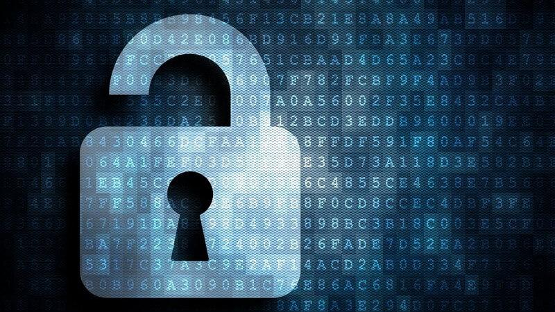 Sicherheit im Internet: Bild eines geöffneten Schlosses, im Hintergrund Zahlen und Buchstaben (Code)