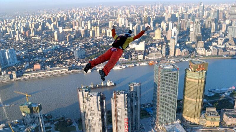 Ansicht von oben: Base Jumper in Shanghai