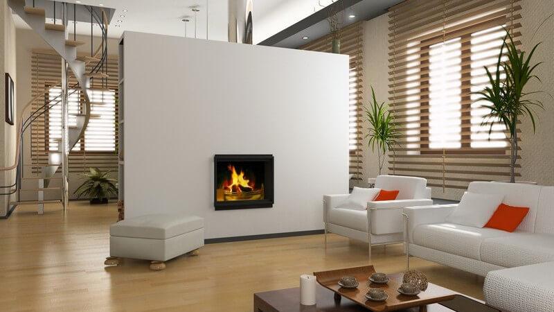 Einsicht modernes Wohnzimmer mit weißem Kamin, Möbeln, Wendeltreppe