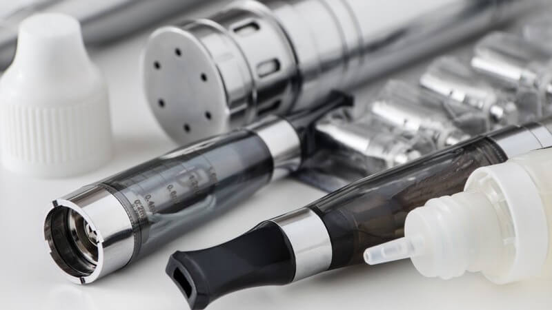 E-Zigarette, Verdampfer, Akku und Liquid