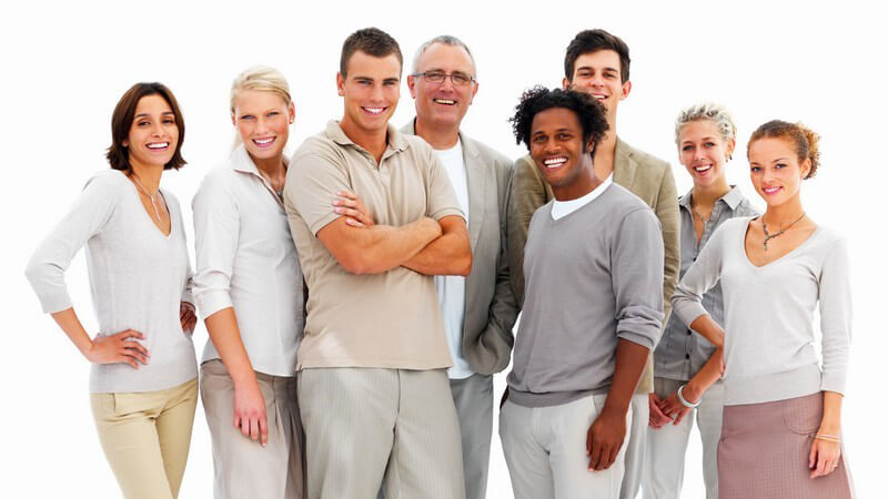 Gruppe junger Geschäftsleute lacht in Kamera