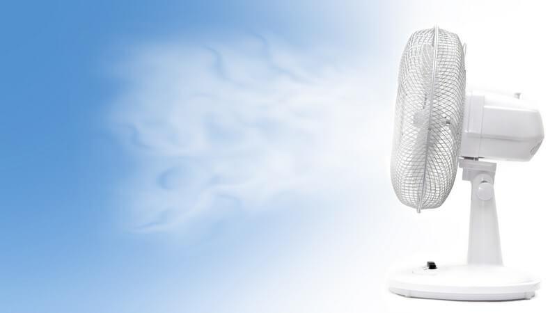 Seitenansicht Ventilator, blau-weißer Hintergrund