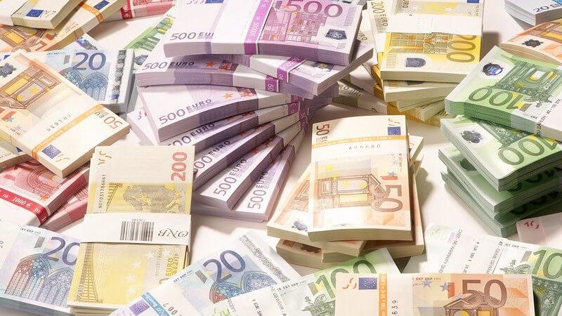 Nahaufnahme Haufen mit Euroscheinen