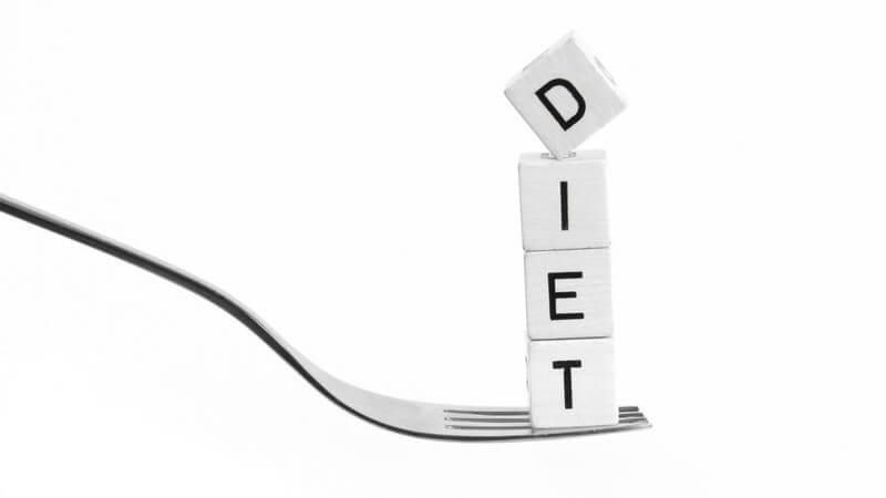 Abnehmen - Die Buchstaben DIET auf einer Gabel