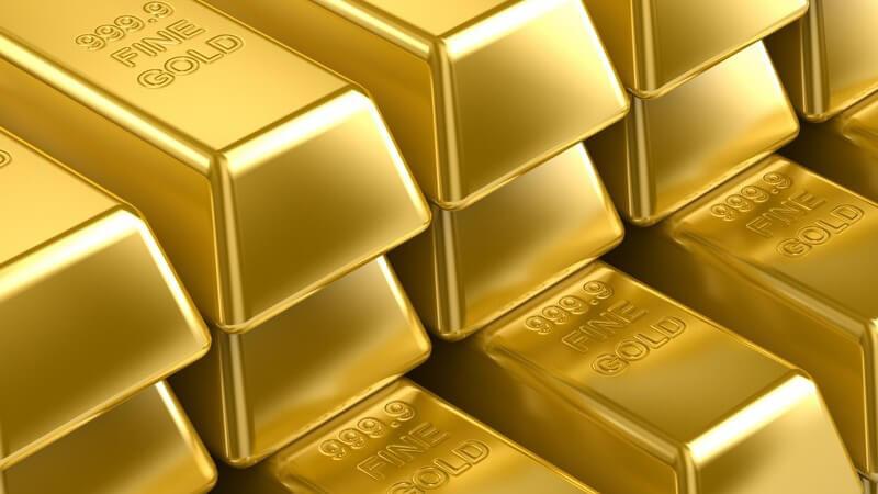 Viele aufgereihte Goldbarren mit kleinen Gravuren, 3 Reihen