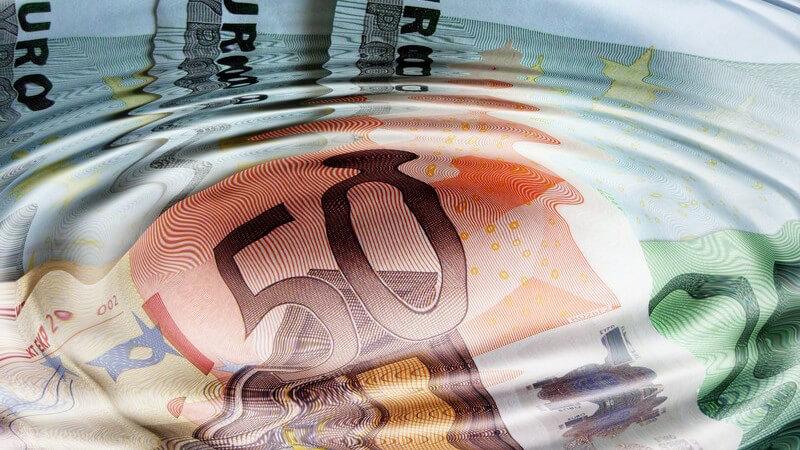Geld, Euroscheine unter Wasser