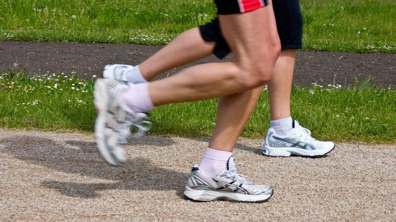Beine eines joggenden Paares