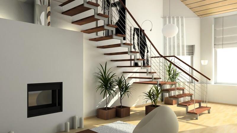 Einsicht modernes Wohnzimmer mit weißen und dunkelbraunen Möbeln, Treppe nach oben