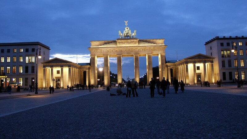 Brandenburger Tor beleuchtet, Berlin am Abend