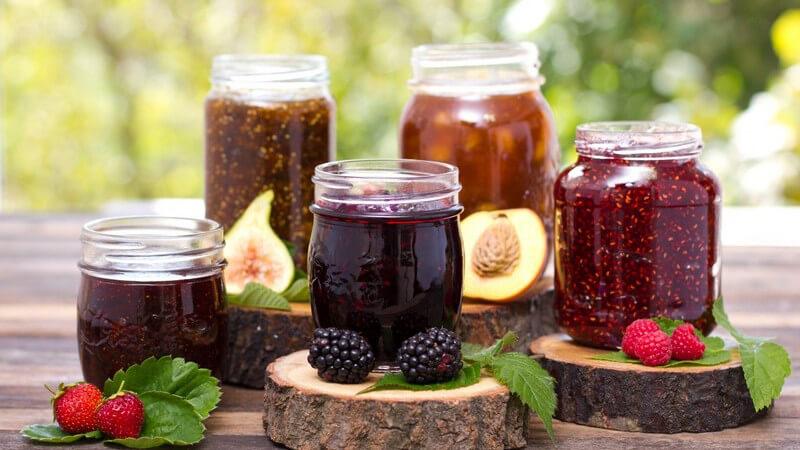 Selbst gemacht Marmelade oder Konfitüre aus frischen Früchten