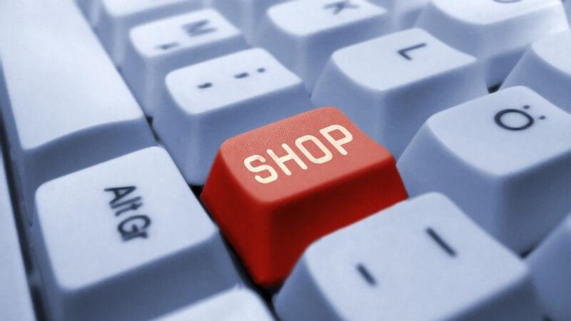 Tastatur eines Computers, in der Mitte rote Taste mit Aufschrit Shop