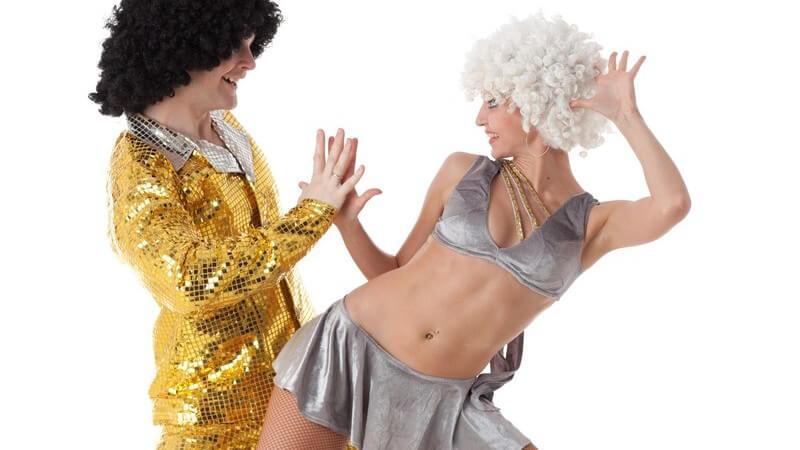 Karnevalskostüm: Paar in ausgefallener Verkleidung