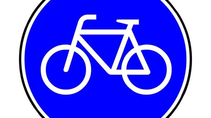 Blaues Verkehrsschild zeigt einen Sonderweg für Radfahrer an