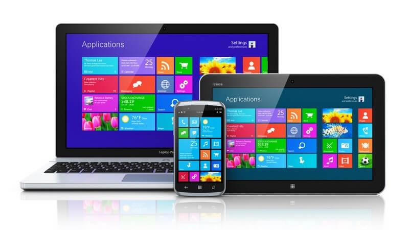 Notebook, Tablet und Smartphone mit Startbildschirm