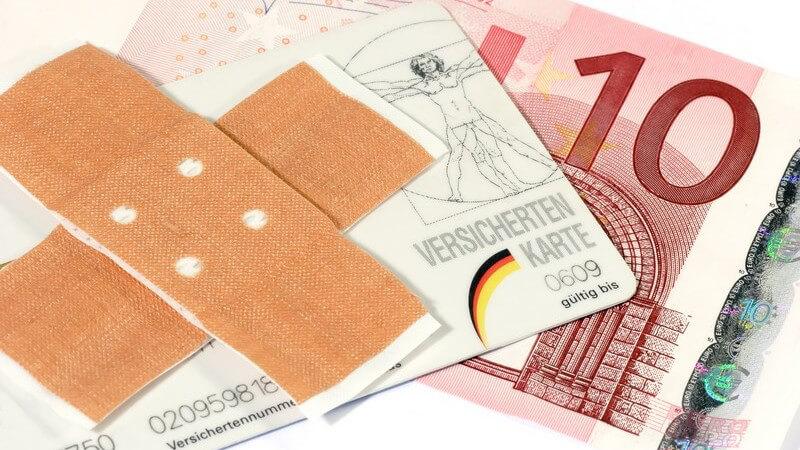 Zwei Pflaster überkreuzt, Versichertenkarte, 10-Euroschein, Praxisgebühren
