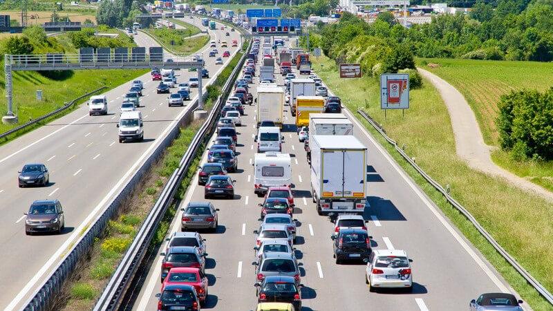 Stau auf der Autobahn, A8 Richtung Stuttgart, Autoschlange
