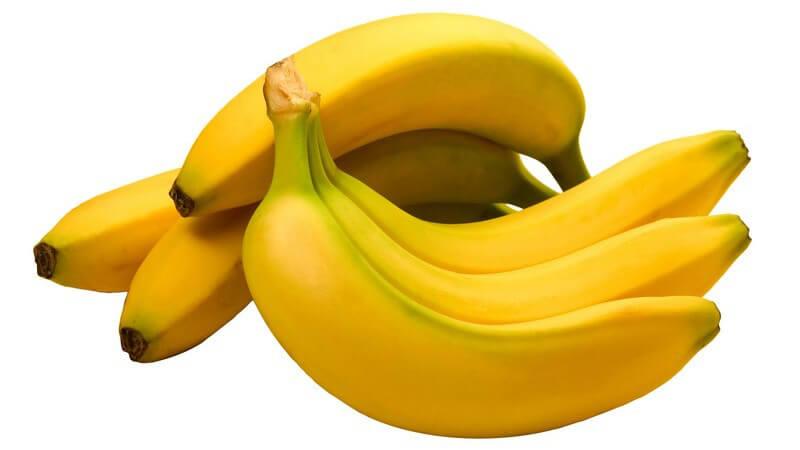 Frische Bananen auf weißem Hintergrund
