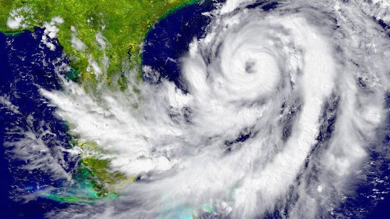 Wetterkarte mit einem Wirbelsturm nahe Florida