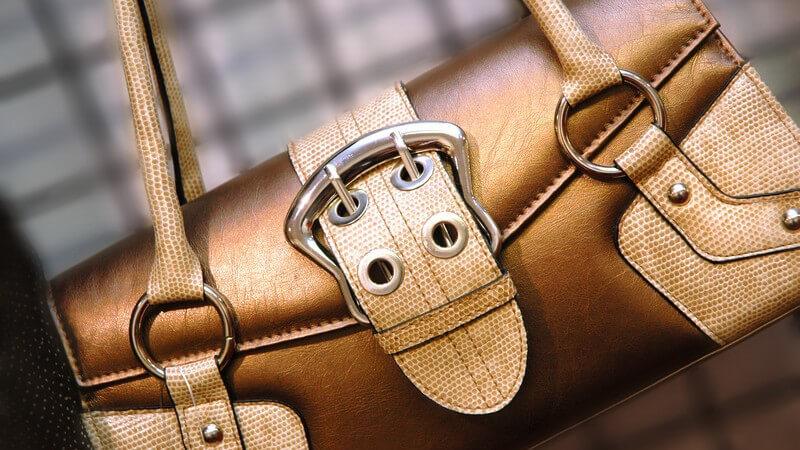 Gold-braune Handtasche mit großer Schnalle